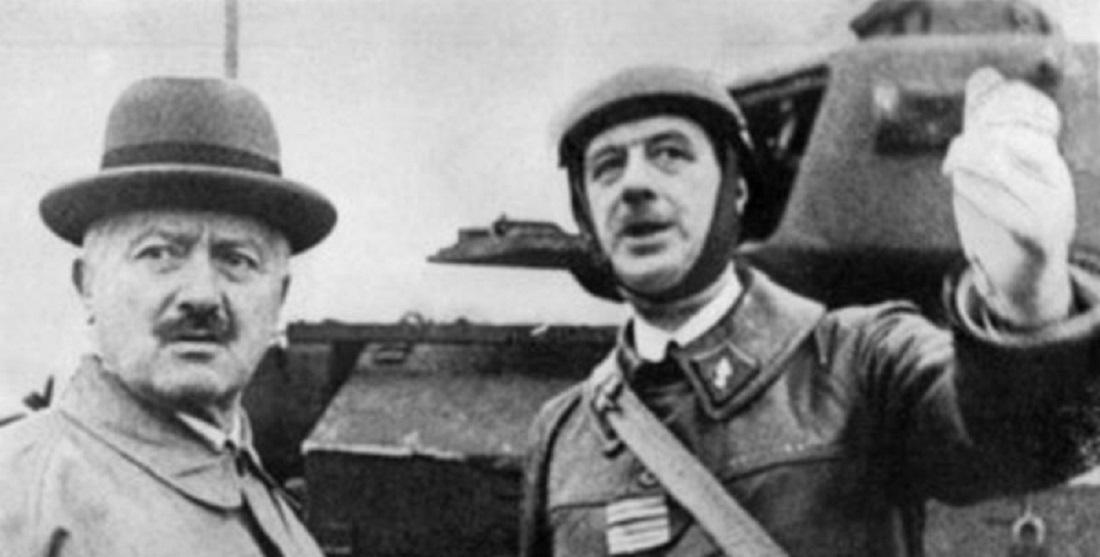 Colonel Charles de Gaulle beside French President Albert Lebrun on a visit to Goetzenbruck, 23 October 1939. © ECPAD
